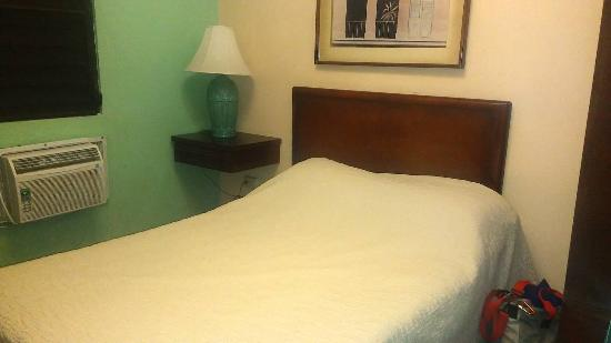 Hotel Iberia: Bed are standards and simple. But comfortable