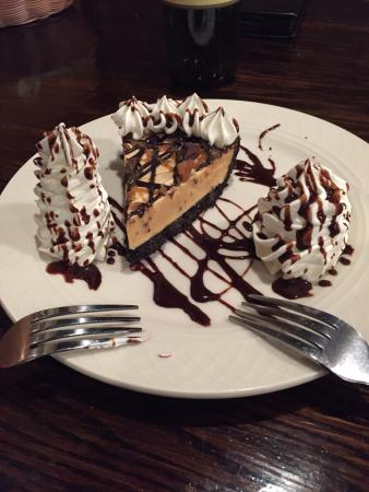Barnacle Bill's Seafood: AMAZING Reeses cake desert