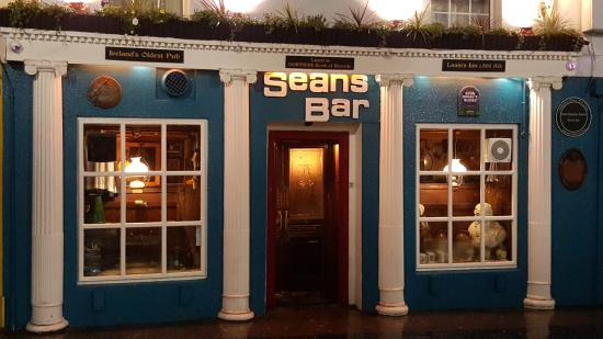 Athlone, Ireland: Sean's Bar, Ireland's oldest pub