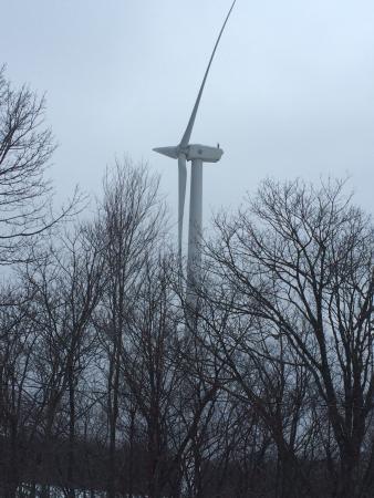 Berkshires Shirakaba Guest House: Wind Turbine at Jiminy Peak