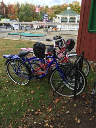 Shaheen's Adirondack Inn: Enjoy our complimentary bikes, ride the village trails or see what's happening downtown.