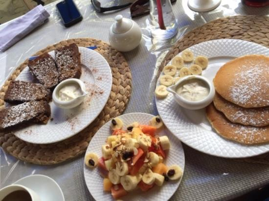 """Cafe Claro : Banana nut bread french toast, """"small"""" fruit salad, plain pancakes w/ fresh bananas."""
