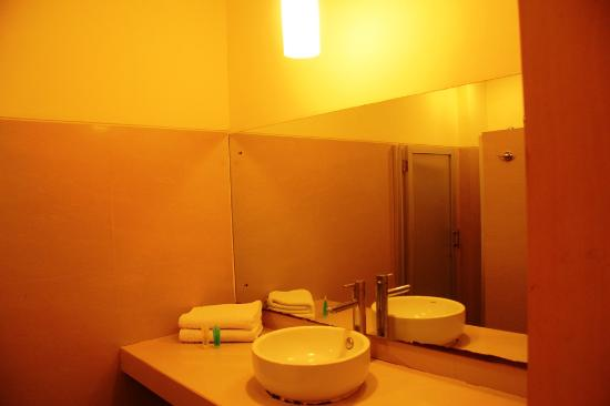 Griya Sintesa Hotel: Bathroom