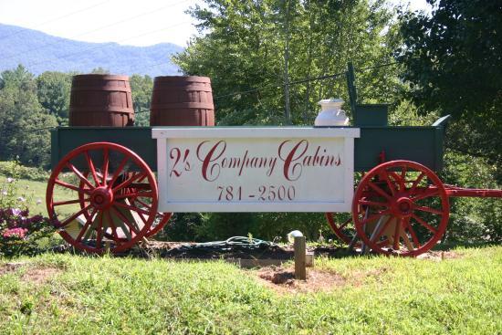 2's Company Farm Creek Cabins Photo