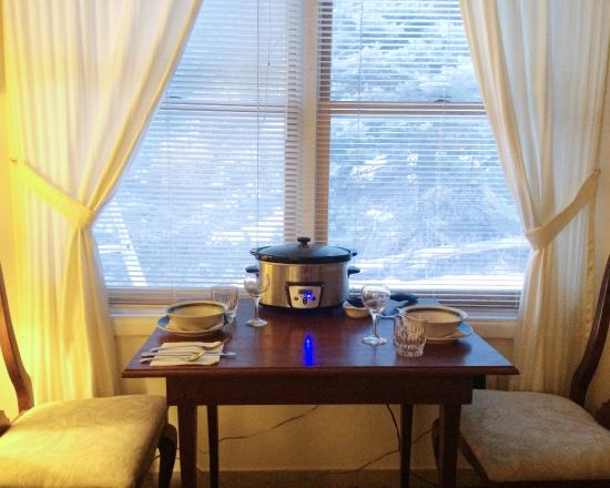 Austing Haus B&B : Phelipe saw or crockpot while he was cleaning our room and set up a dining set for us.