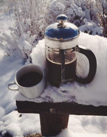 River Pointe Coffee House: Stay for awhile and choose your roast with a French press
