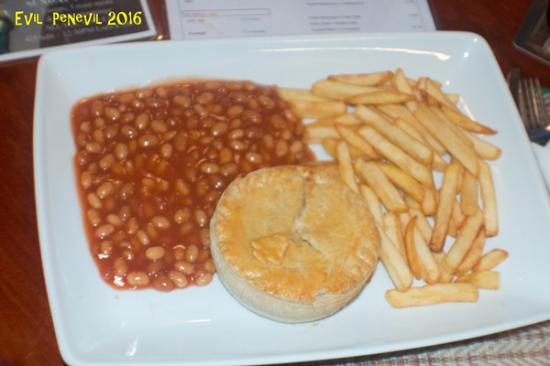 The Sportsman Pub & Restaurant: The daily special at 270 baht: cheese, onion and potato pie with fries and baked beans.