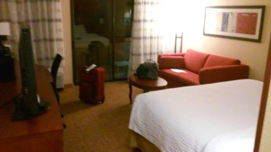 single queen bed room picture of courtyard san antonio downtown rh tripadvisor com