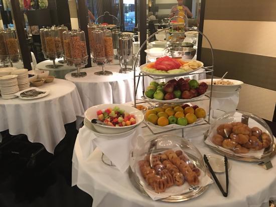 breakfast buffet picture of royce hotel melbourne tripadvisor rh tripadvisor com au