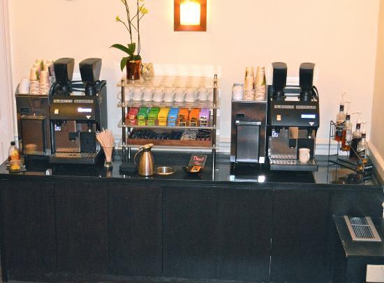 Ponsbourne Park Hotel and Restaurant: 24/7 free refreshments point