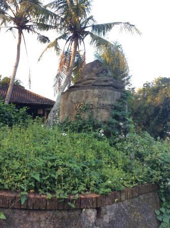 Villa Wanakerta: derelict entrance