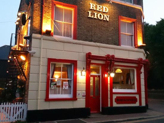 ‪The Red Lion‬