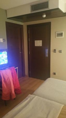 Hotel Ciudad de Sabinanigo: Vista de la habitación