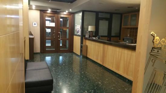 Hotel Ciudad de Sabinanigo: Recepción del hotel