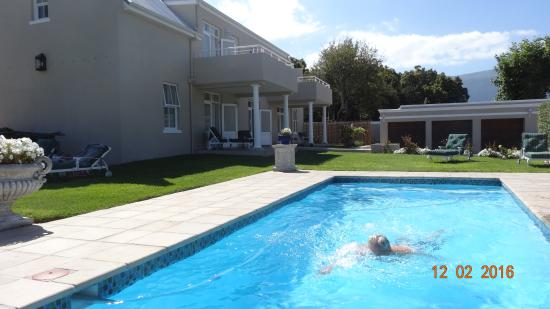 Glen Avon Lodge: The pool by our villa