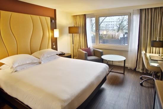 Hilton Vienna Danube Waterfront: Accessible Room