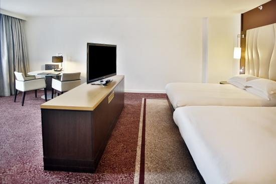 Hilton Vienna Danube Waterfront: Double Queen Family Suite