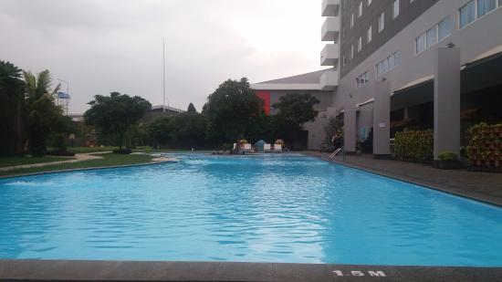 kolam renang picture of aston cirebon hotel convention center rh tripadvisor co za