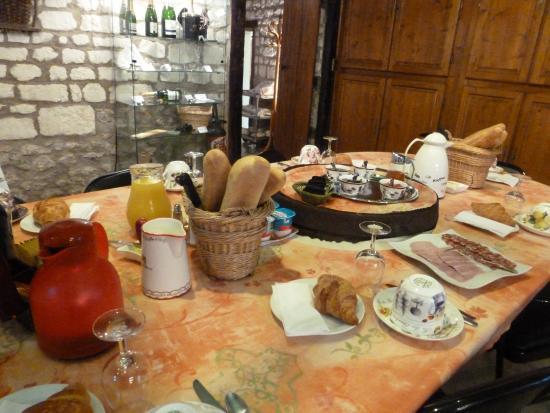 Champagne Guy Charbaut : Le petit déjeuner