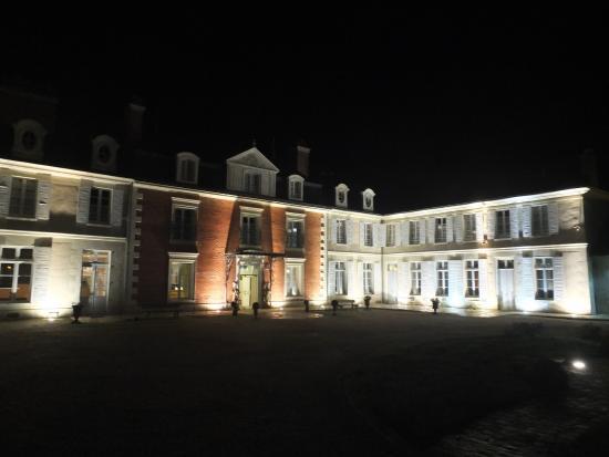 Mosnes, Francia: Le domaine de nuit