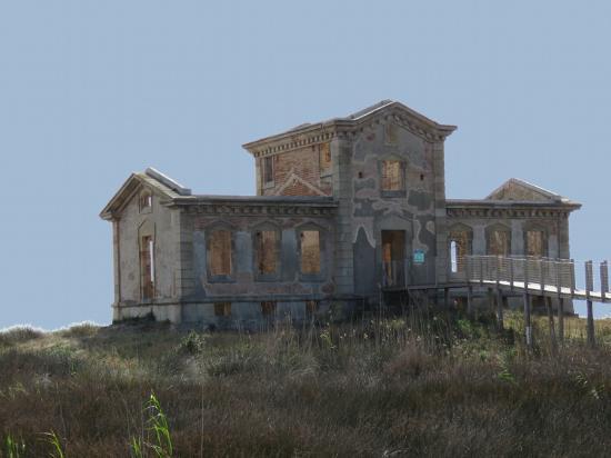 La casa del semáforo y el cuartel de los carabineros