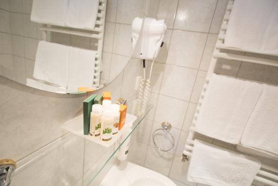 Hotel Bardolino: Badezimmer