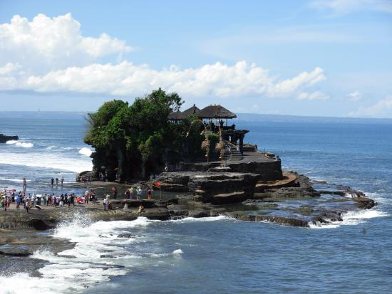 "easyGO Classic Jeep Adventure Day Tour: Tanha Lot ""Sea Temple"""