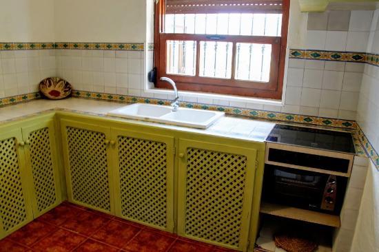 Casas Rurales Los Algarrobales: Cocina completamente equipada - El Cortijo