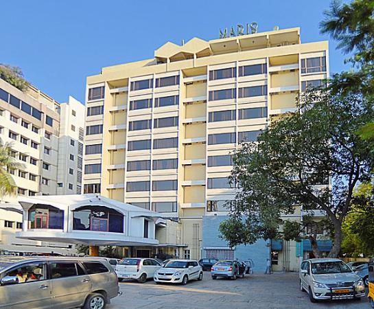 Maris Hotel: Building