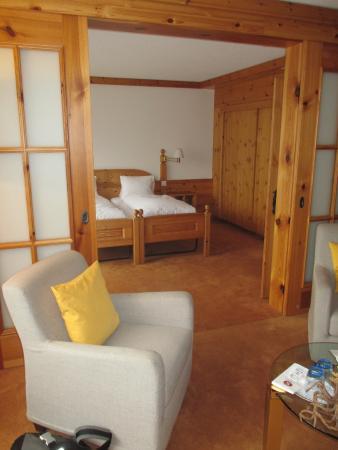 Sunstar Hotel Grindelwald: angenehm grosszègiger Wohn- und Schlafbereich