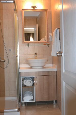 Kafkas Hotel Istanbul: Bath Room