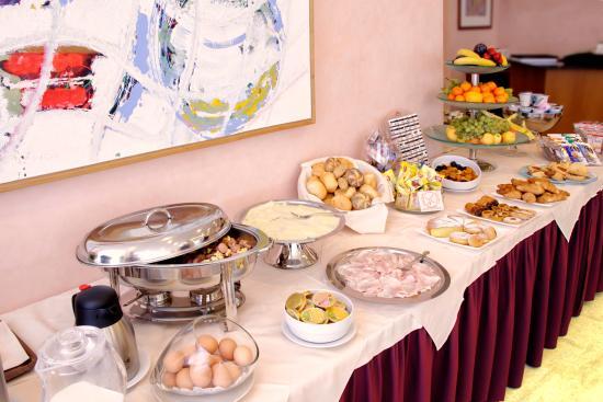 Executive Hotel: B'fast buffet