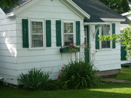 Roselawn Lodging: Two bedroom cottage