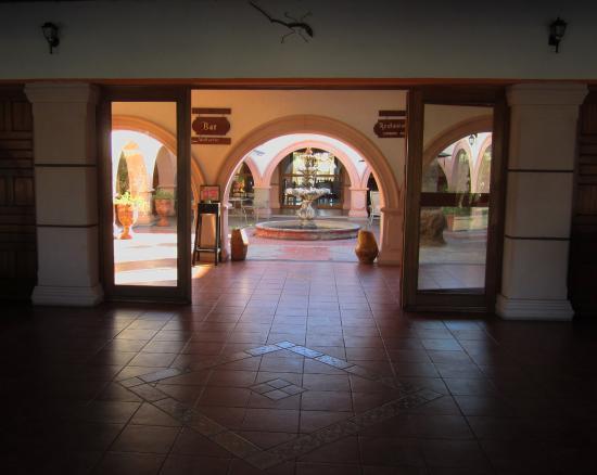Desert Inn Catavina: Entree mit Innenhof