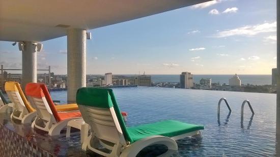 kolam renang diketinggian picture of karebosi condotel makassar rh tripadvisor com au