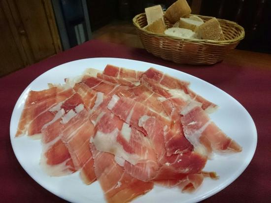 Restaurante antigua bodega castaneda en granada con cocina for Cocinas granada precios