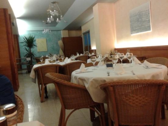 Vista del comedor y terraza - Bild von Restaurant Bravo, L\'Estartit ...