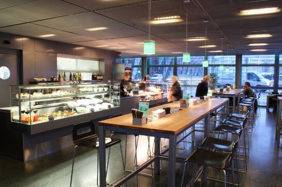 World Cafe : World Café: Ausserhalb der Randzeiten gibt es immer einen freien Platz