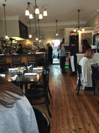 Garrett Park, Мэриленд: Seating at Black Market Bistro