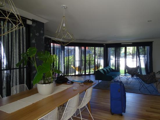 """Dolphins: Gezamelijke woonruimte voor wie een kamer boekt in """"Het Huis"""""""