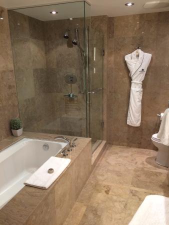 SoHo Metropolitan: awesome bathroom