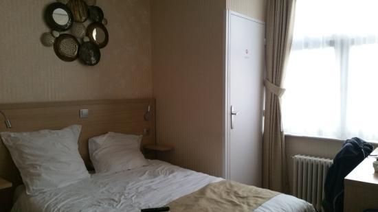 Hôtel du Moulin d'Or : Chambre avec toilettes et salle de bain