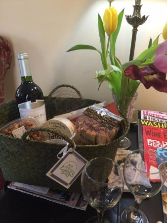 Five Gables Inn & Spa: Wine and cheese package :)