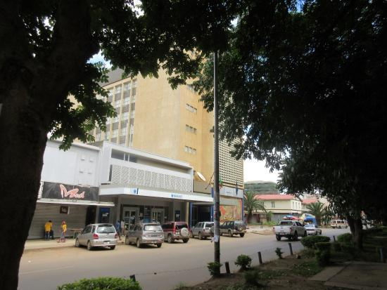 Protea Hotel Lusaka Cairo Road: View from Cairo Road