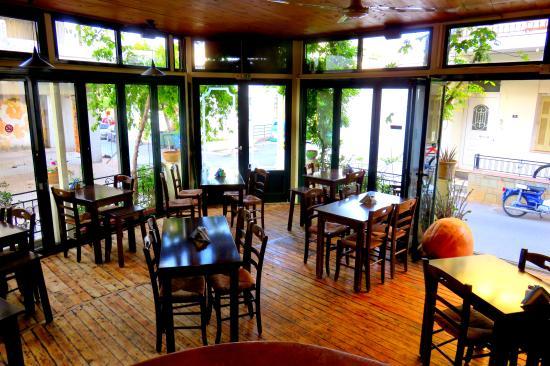 Zorbas Family Taverna & Pizzeria