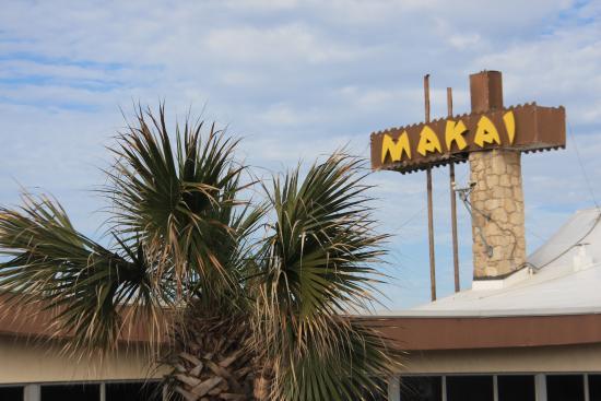 Makai Beach Lodge: The entrance sign