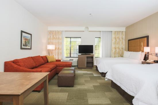 Hampton Inn & Suites Camarillo: Queen guest room