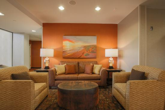 Hampton Inn & Suites Camarillo: Lobby seating