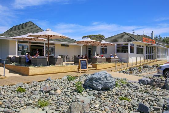 Tahuna Beach Kiwi Holiday Park and Motel: Onsite Cafe and Reception Area
