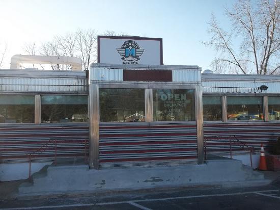 วีเธอร์สฟิลด์, คอนเน็กติกัต: Business front door area,, from parking lot,,